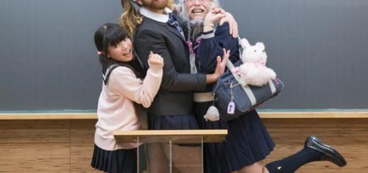 早稲田塾のCMがヤバい!セーラー服おじさんと謎の外国人が共演