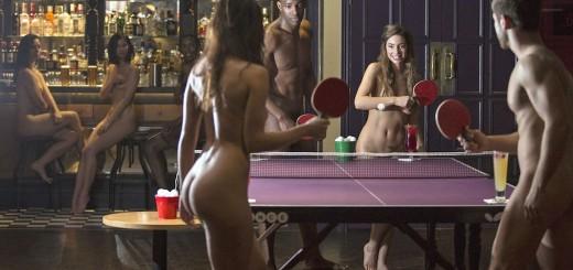 ロンドンで男女の全裸ピンポン大会が開催