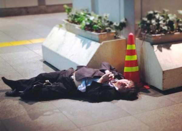 japanese-businessmen-pass-out-14