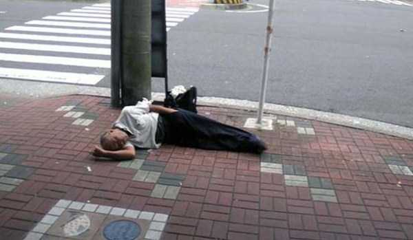japanese-businessmen-pass-out-15