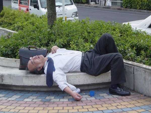 japanese-businessmen-pass-out-16