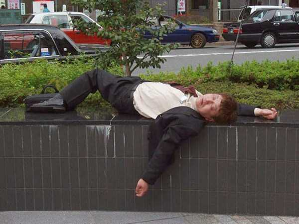 japanese-businessmen-pass-out-17