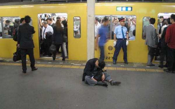 japanese-businessmen-pass-out-18