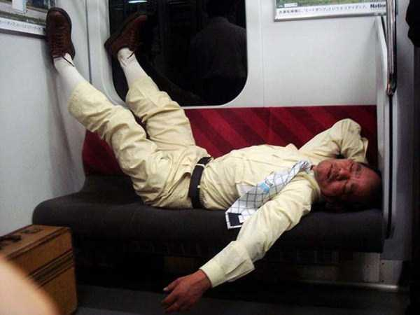 japanese-businessmen-pass-out-2