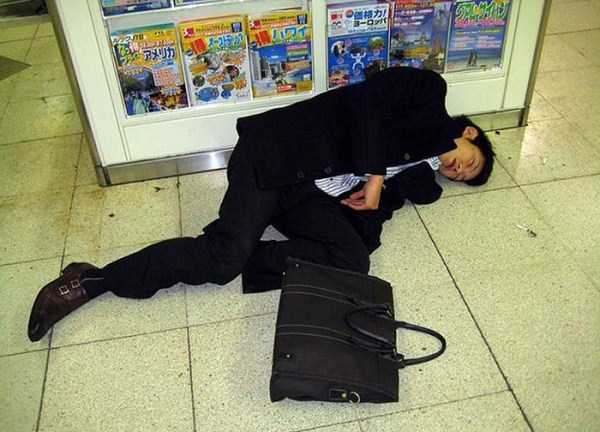 japanese-businessmen-pass-out-20