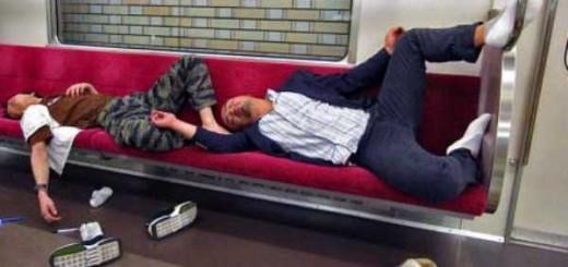 世界が驚愕!どこにでも寝始める、酔った日本のサラリーマンたち