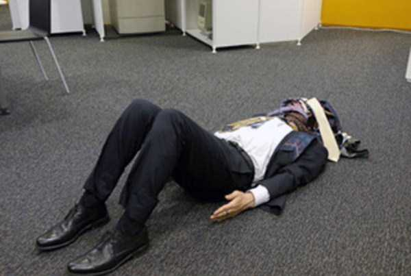 japanese-businessmen-pass-out-28