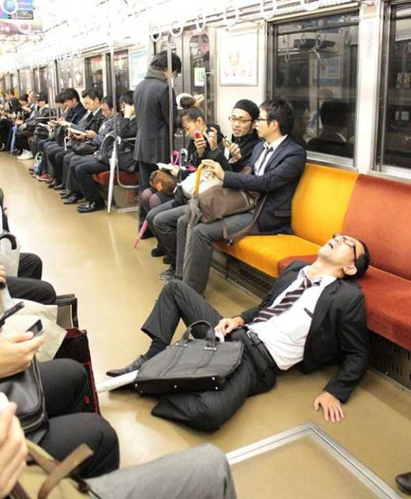 japanese-businessmen-pass-out-7