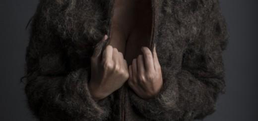 これは欲しくない! 男の胸毛100%コート、38万円で発売!