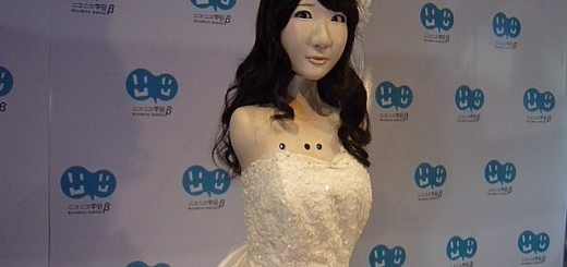 【妙に怖い】AKB柏木由紀にそっくりな大学院生の自作ロボット