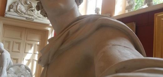 ギリシア彫刻の自撮り写真から溢れ出るナルシスト感ww