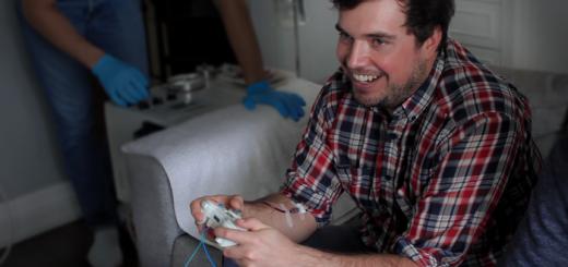 アカギの鷲頭麻雀…!?ゲームでミスすると血を抜き取られるデバイスがKickstarterで差し止め