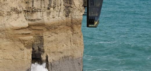 何故こんなところに!?断崖絶壁に建つ家がカッコイイけど怖すぎる