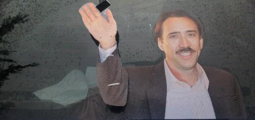 その発想はなかった!車のリアウィンドウからニコラス・ケイジが手を振る装置