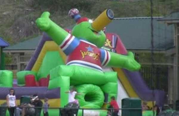 inappropriate-playgrounds-for-kids-12