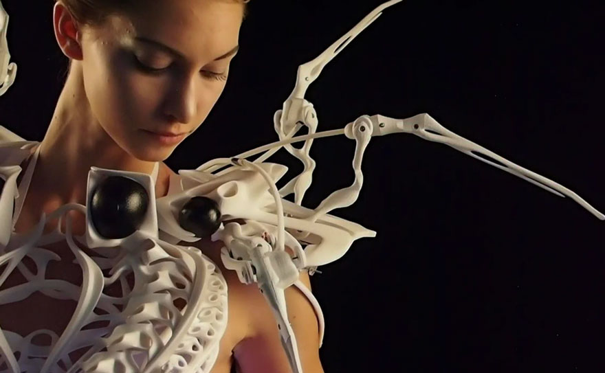 3d-printing-exoskeleton-robot-spider-dress-anouk-wipprecht-3
