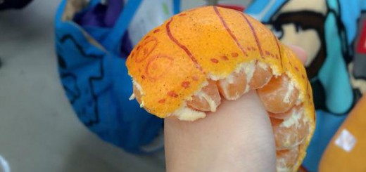 新たなみかんの剥き方が流行中!可愛くて食べやすい「イモムシみかん」