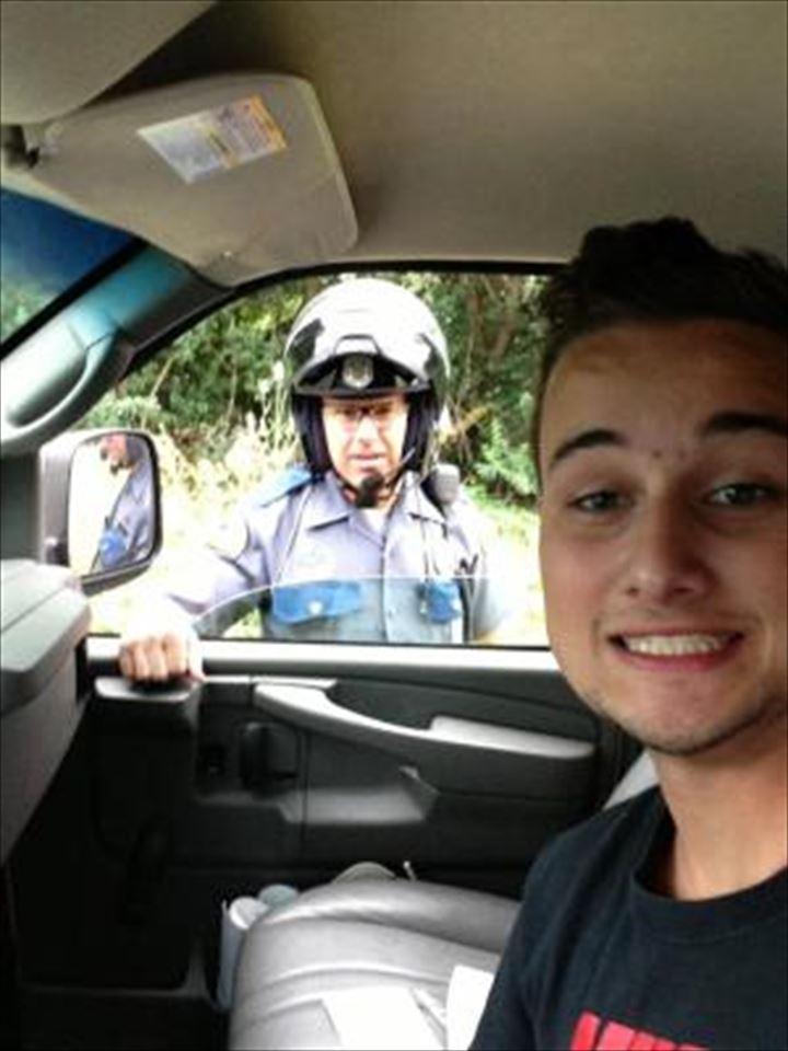 cop-selfie_R
