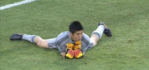 サッカー日本代表の川島選手、試合中に追っていたのはボールではなく・・・これが情熱的なプレースタイルの源か!?
