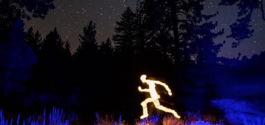 闇夜に映える!光を使ったロマンチックなストップモーションアニメ