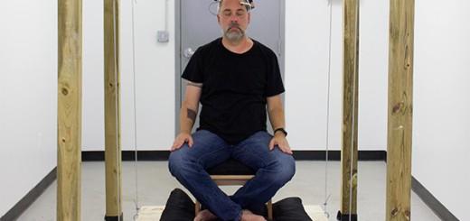 尊師もびっくり!センサーが瞑想状態を感知し、空中浮遊するアートが完成