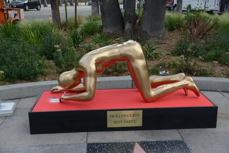 PJ-Oscars-statue-location-101