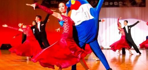 社交ダンス界のゆるキャラ「ステッピー」が人気沸騰中!シュールな顔つきでキレキレなダンスが魅力