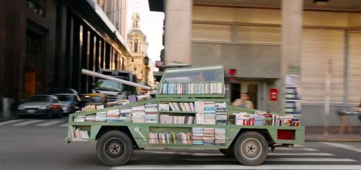 これは世界一幸せな戦車!?アルゼンチンに無料で本を配って回る戦車が登場