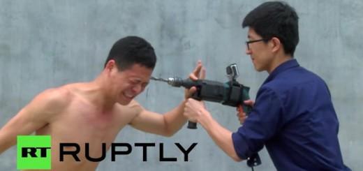 【衝撃映像】 ドリルvs人間!カンフーマスター、石頭を証明するため頭にドリルを突き刺す