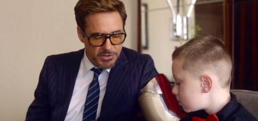 『アイアンマン』のロバート・ダウニー・Jr.、7歳の少年にアイアンマン風の義手をプレゼント
