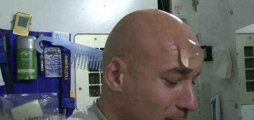 宇宙でロンゲとハゲ頭の宇宙飛行士が髪を洗った結果…予想の斜め上をいくシュールな展開に!