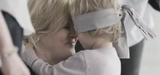 目隠しをした子供が本物の母を当てる…ユニークな広告映像が話題