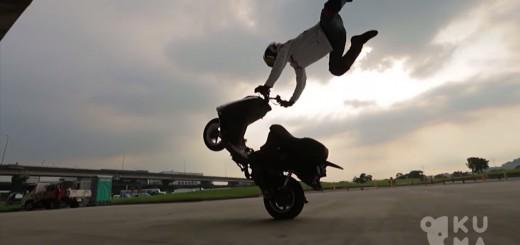 スタントライダーがスクーターに乗ると…スゴ技連発なエクストリーム動画