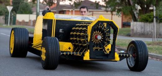 レゴのみで実物大の車を完成!しかも時速30キロで動くぞ!