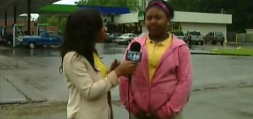 【完全に放送事故】インタビュー中に少女の股下がじわじわ…