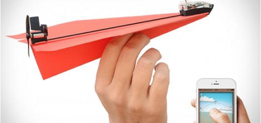 紙飛行機がスマホで操縦できる!取り付けるだけの簡単装置「PowerUp 3.0」