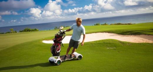 スケボー感覚でラウンド出来る!一人乗りゴルフカート