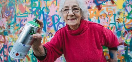 高齢者がスプレー缶で落書きし放題!リスボンでグラフィティのワークショップ開催