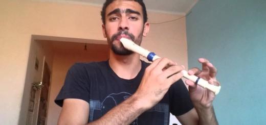 これぞスゴ技!縦笛を吹きながらヒューマンビートボックスを演奏する人