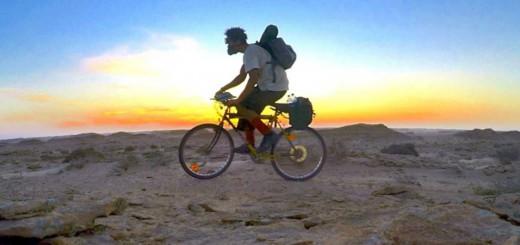 過酷過ぎ!自転車でサハラ砂漠1800kmを横断する動画
