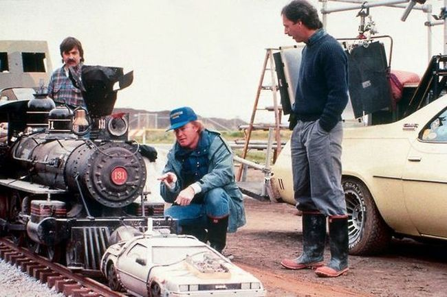 40-photos-of-actors-surprised-behind-the-scenes-that-will-change-what-you-thought-about-their-movies-25
