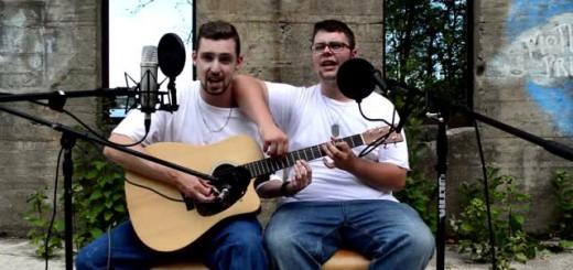 【神技】男性2人がラップ&ボイパしながら、ギター1台でエミネムの曲を演奏!