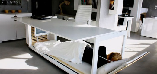 社畜に朗報!?足元がベッドに変形するデスク現る…しかしそこには驚きの事実が!