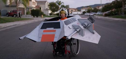 お父さんが車イスを『スター・ウォーズ』スノースピーダーへ魔改造!車イス生活の息子歓喜