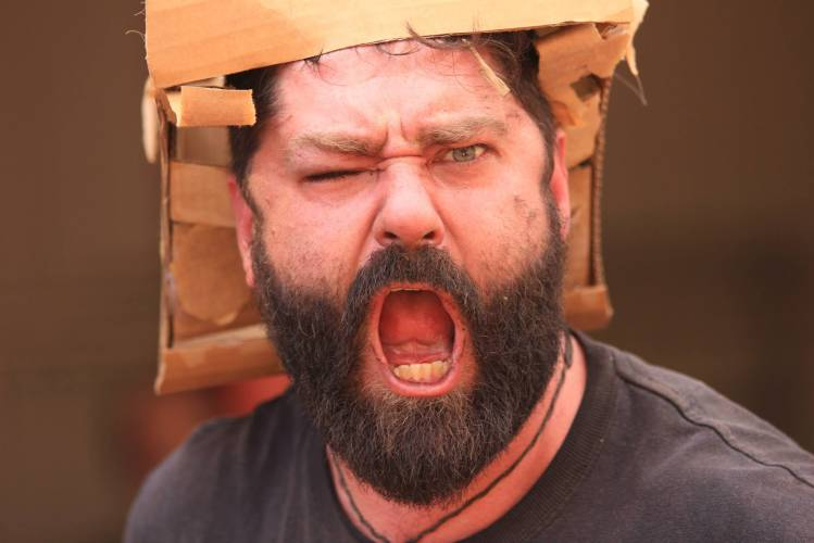 Boxwars-Man-in-a-Helmet