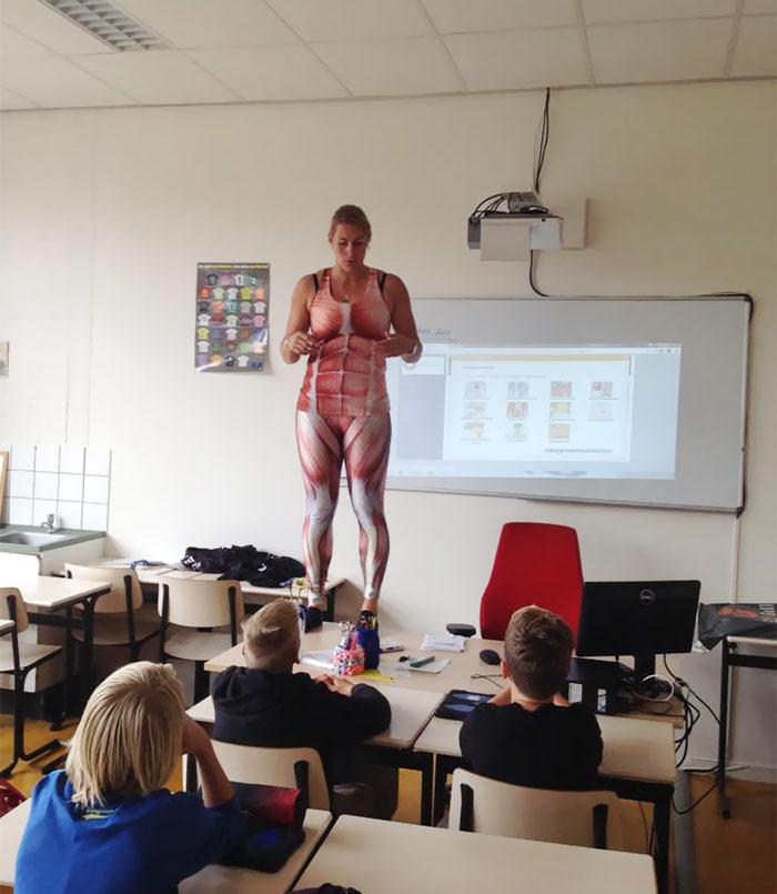 biology-teacher-spandex-anatomy-class-debby-heerkens-groene-hart-3
