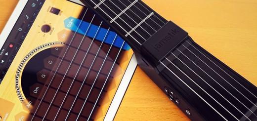 iPhoneに繋ぐだけでどこでも演奏が楽しめる!多機能なコンパクトギター