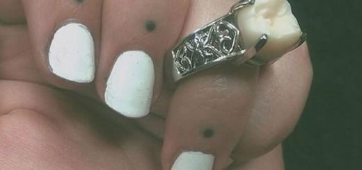 婚約指輪に選んだのはダイヤモンドではなく・・・彼女のために身を削る男現る
