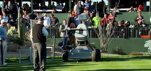 ロボットがゴルフトーナメントに参戦!伝説のホールでホールインワンを達成