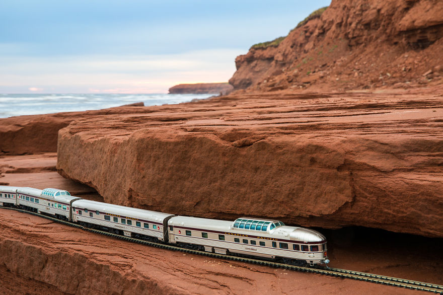 I-took-a-vintage-train-across-Canada-You-might-notice-something-unusual-about-the-train12__880